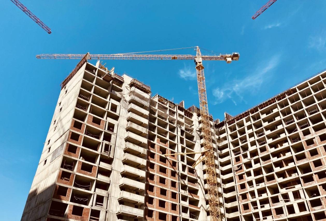 Столица продолжает избавляться от проблемных жилых комплексов. Обманутые дольщики продолжают получать свои долгожданные квартиры. За последние годы столи...