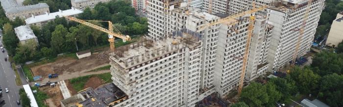 В проблемном ЖК «Терлецкий парк» на блоке Б корпуса №2 городской застройщик АО «Мосотделстрой №1» приступил к возведению последнего 19-го этажа. Сейчас с...