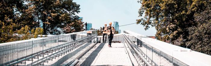 Завершается реконструкция пешеходного моста через Большую Грузинскую улицу, который соединяет «старую» и «новую» территории Московского зоопарка, сообщил р...