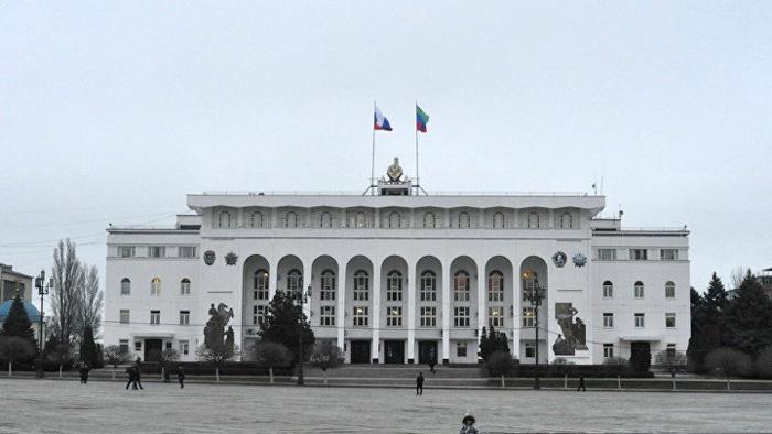Правительство Дагестана сложило свои полномочия, соответствующее распоряжение подписал премьер-министр республики Абдулпатах Амирханов, сообщила пресс-служб...
