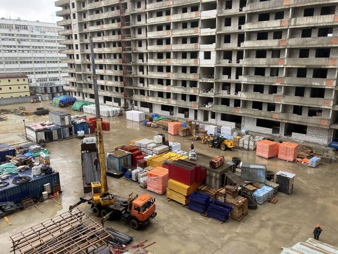 На корпусе №1 и блоке А корпуса №2 проблемного ЖК «Терлецкий парк» продолжаются работы по устройству кровли. В настоящий момент строители утепляют и укрепля...
