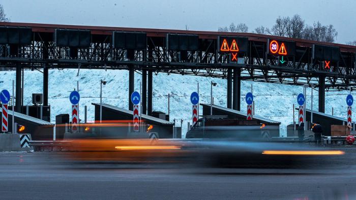 Министерство транспорта России предложило повысить максимальную цену запроезд легковых автомобилей поновым платным дорогам с3,65д...
