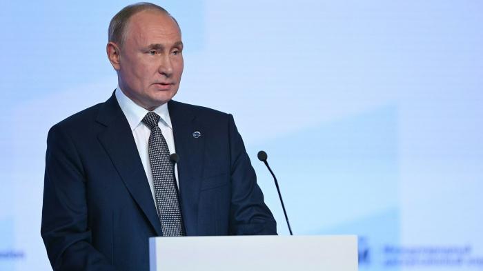 Россия готова наращивать поставки на мировые рынки удобрений, заявил президент РФ Владимир Путин. «Вот я сказал, что закрываются предприятия по произ...