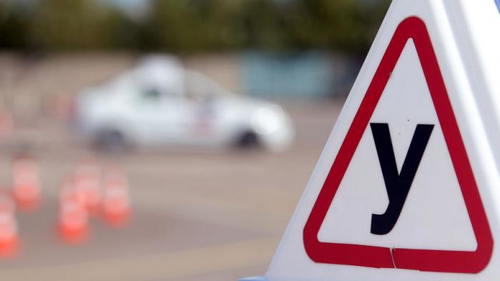 Россиян, планирующих получить водительские права, ожидает новый формат обучения вавтошколах. Проект обновленных программ представил подрядчик — ...